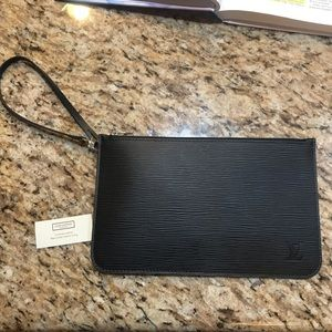 Louis Vuitton never full noir pochette